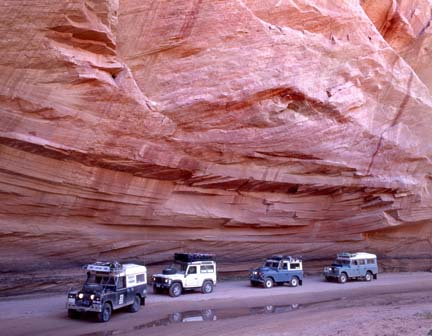 Land Rovers in Canyon de Chilly